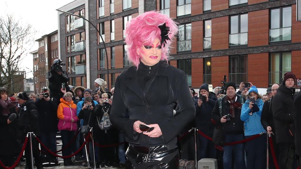 Olivia Jones bei der Trauerfeier für Jan Fedder am 14. Januar 2020.