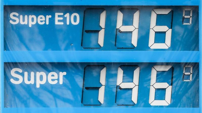 Die Preise für Biosprit und Super liegen vielfach gleichauf. Foto: Jan Woitas/dpa-Zentralbild/dpa