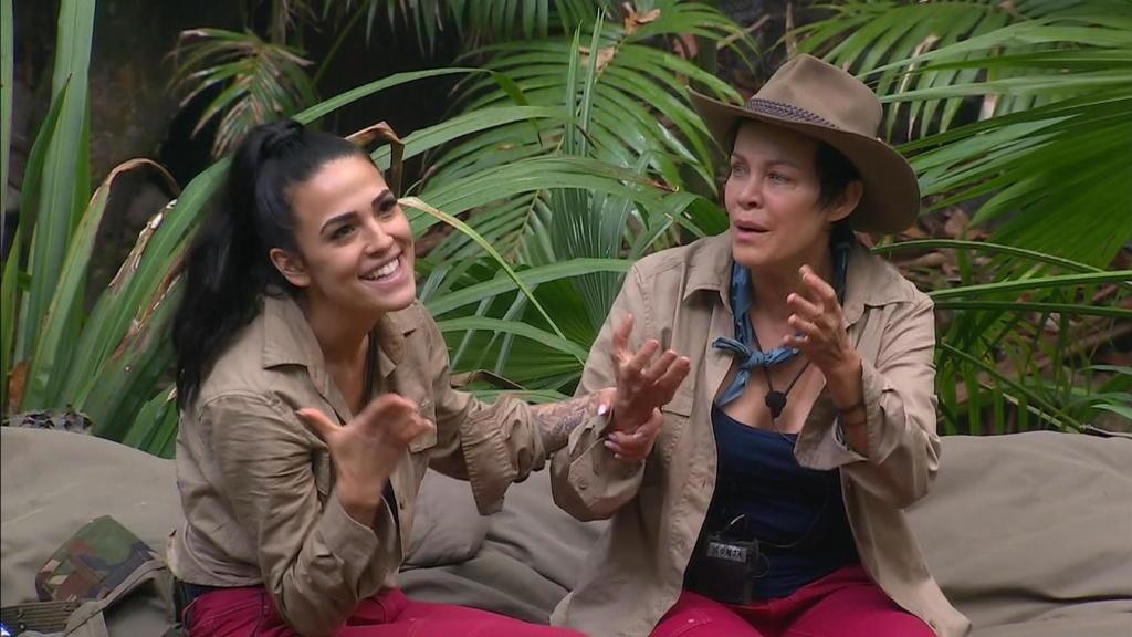 Elena und Sonja lästern über Danni ab