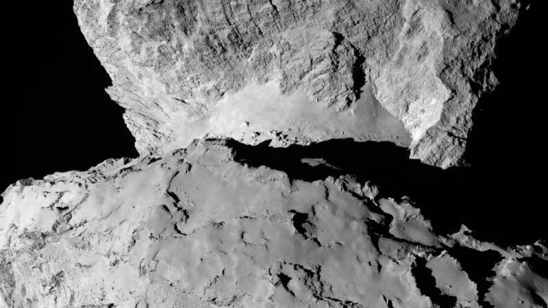 """Die Darstellung zeigt die Rückseite des Kometen """"67P/Tschurjumow-Gerassimenko"""". Foto: Rosetta/MPS for OSIRIS Team/ESA/dpa"""