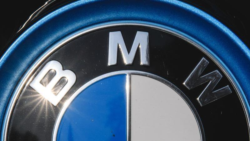 Auch der deutsche Autobauer BMW muss wegen fehlerhafter Airbags tausende Fahrzeuge in den USA zurückrufen. Foto: Sebastian Gollnow/dpa