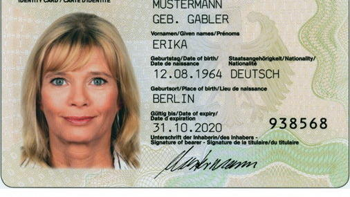Nach Kritik von Fotografen und Verbänden will das Bundesinnenministerium nun doch nicht vorschreiben, dass Passfotos nur noch im Bürgeramt aufgenommen werden dürfen.