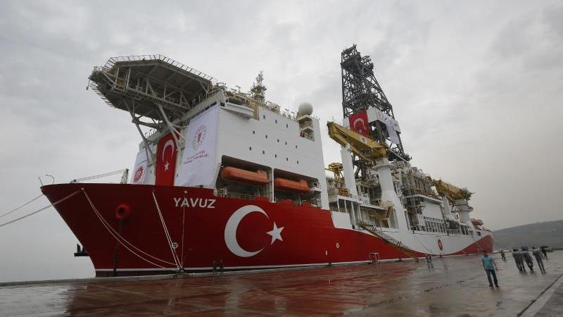 """Das türkische Bohrschiff """"Yavuz"""": Der Gasstreit mit Zypern im Mittelmeer führt jetzt zu einer Kürzung der EU-Beitrittshilfen. Foto: Lefteris Pitarakis/AP/dpa"""