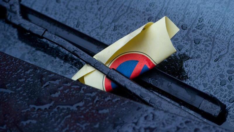 Für die Parkraumüberwachung ist in der Regel der Staat verantwortlich. Foto: Stefan Sauer/dpa-Zentralbild/dpa-tmn