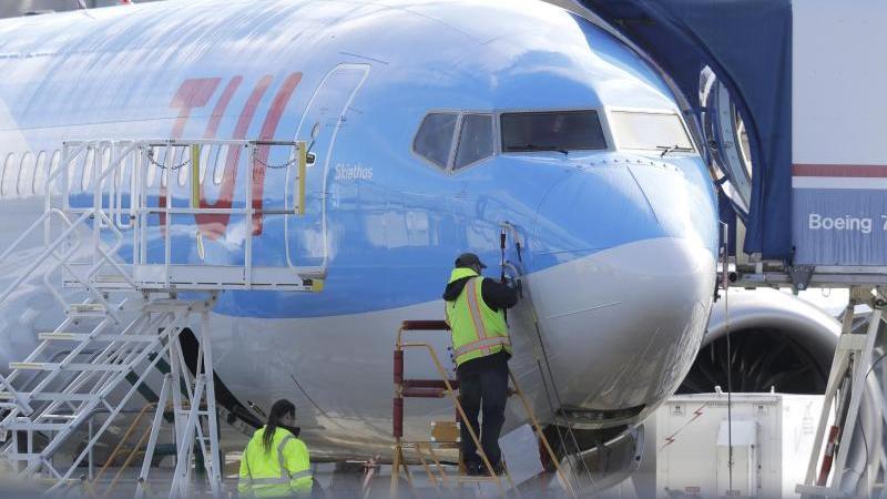 Ein Flugzeug vom Typ Boeing 737 Max vonTUI. Foto: Ted S. Warren/AP/dpa/Archivbild