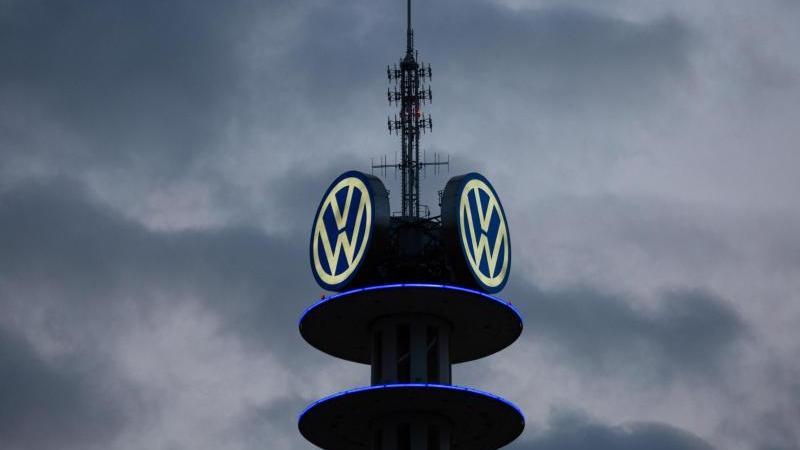 VW hatte im September 2015 auf Druck von US-Umweltbehörden eingeräumt, in großem Stil bei Abgastests betrogen zu haben. Foto: Raphael Knipping/dpa