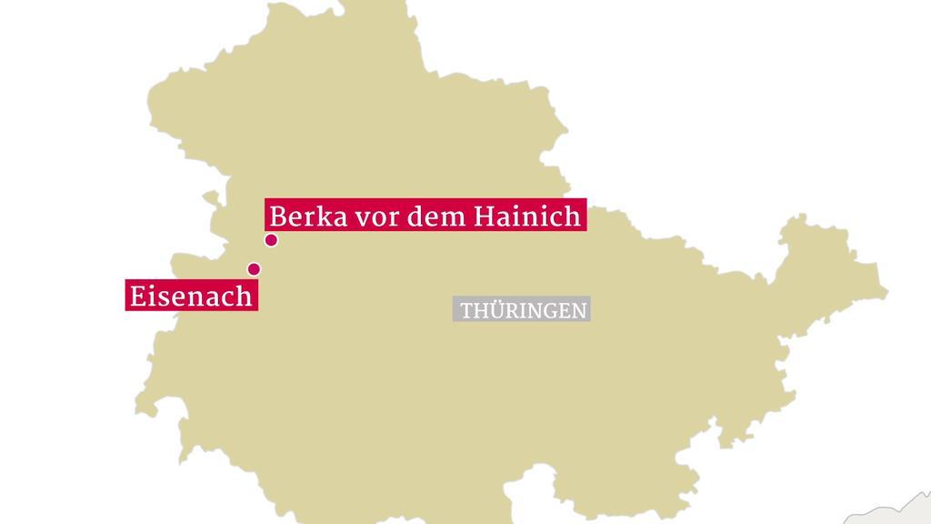 In Thüringen stürzte ein Schulbus einen Abhang hinunter.