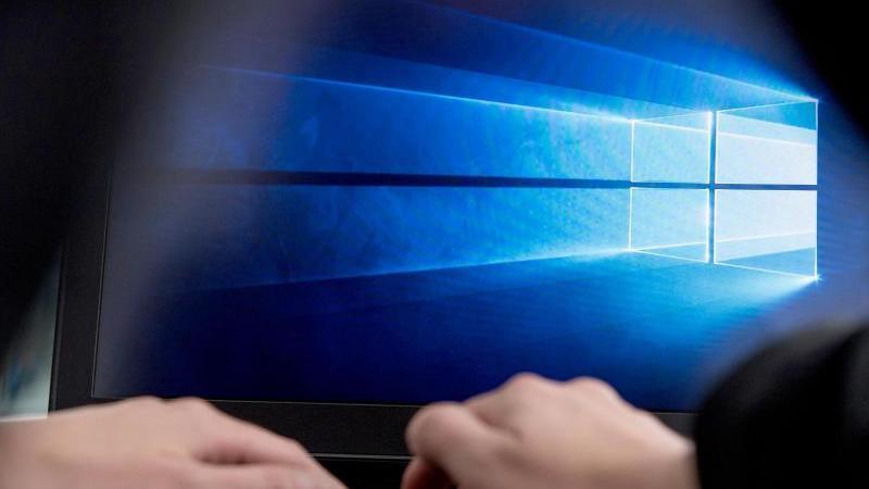 Windows 10 hat mit dem Defender einen kostenlosen Virenscanner an Bord, der als sehr sicher gilt. Foto: Robert Günther/dpa-tmn