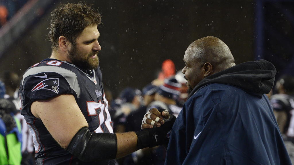 epa04567970 New England Patriots Sebastian Vollmer (L) and Vince Wilfork (R) celebrate after the AFC Championship game at Gillette Stadium in Foxborough, Massachusetts, USA, 18 January 2015. The Patriots defeated the Colts and will go on to face the