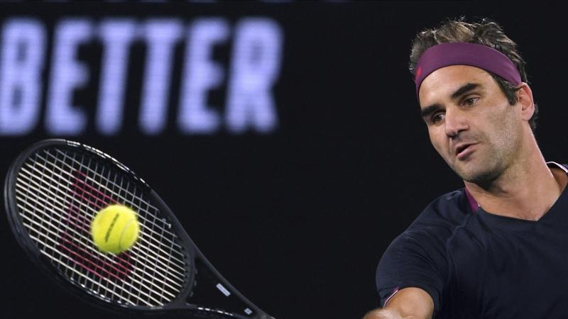 Roger Federer hat sich ins Achtelfinale der Australian Open gekämpft. Foto: Lee Jin-Man/AP/dpa