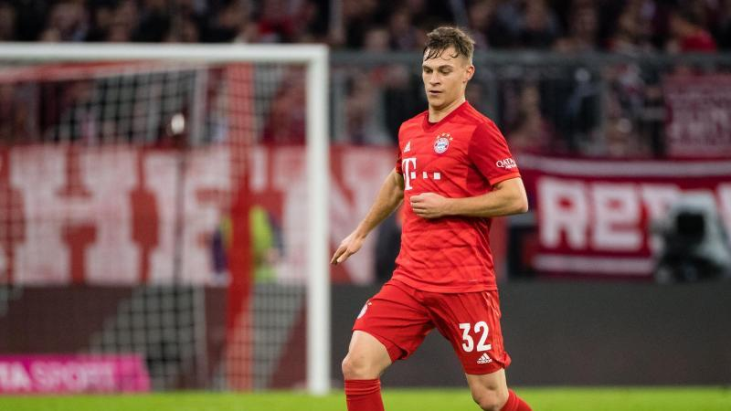 Joshua Kimmich vom FC Bayern München spielt den Ball. Foto: Matthias Balk/dpa/Archivbild