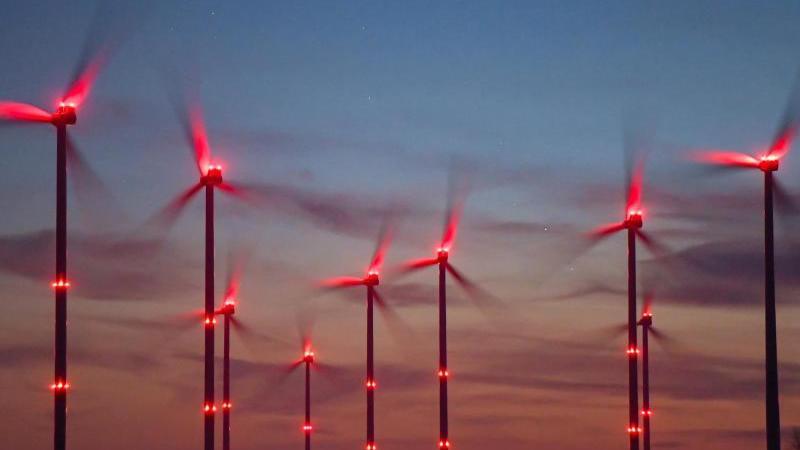 Der Bau neuer Windräder an Land ist im vergangenen Jahr in Deutschland auf den tiefsten Stand seit mehr als 20 Jahren eingebrochen. Foto: Patrick Pleul/dpa-Zentralbild/dpa