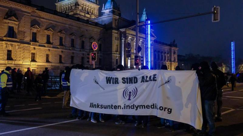 Demonstration gegen Indymedia-Verbot in Leipzig. Foto: Sebastian Willnow/dpa-Zentralbild/dpa/Archivbild