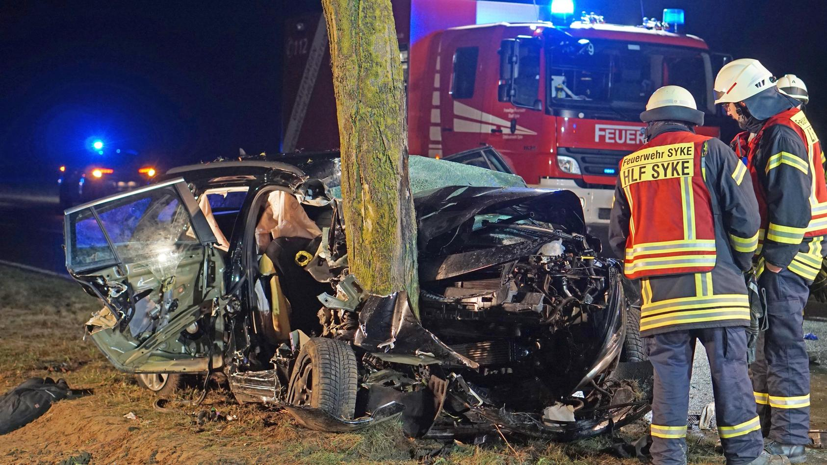 Drei Tote und drei Schwerstverletzte bei Autounfall