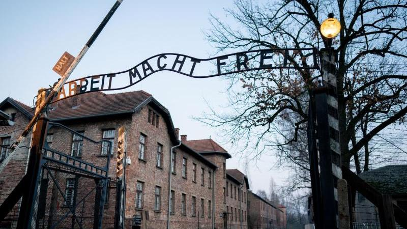 Allein im Konzentrations- und Vernichtungslagers Auschwitz brachten die Nationalsozialisten mehr als eine Million Menschen um. Foto: Kay Nietfeld/dpa