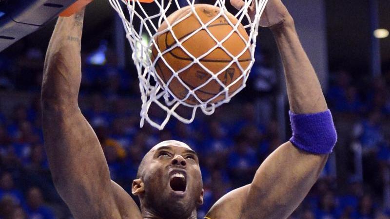Der verstorbene Kobe Bryant in einem NBA-Spiel. Foto: Larry W. Smith/epa/dpa/Archivbild
