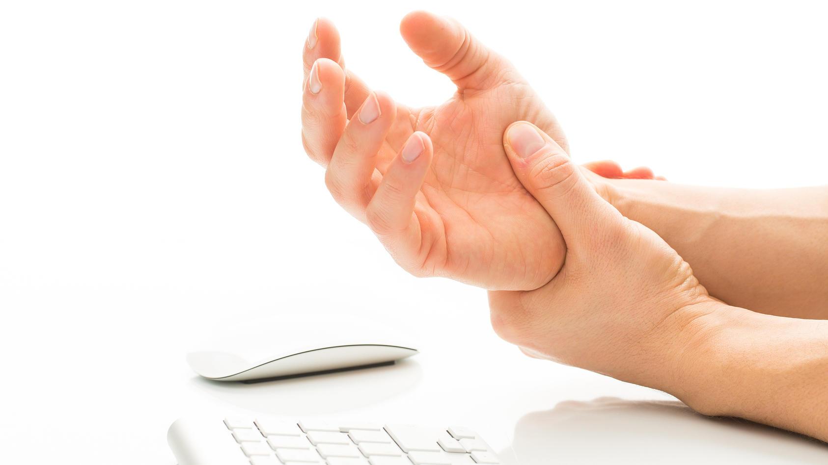 Tendinitis entsteht häufig durch übermäßige Belastung