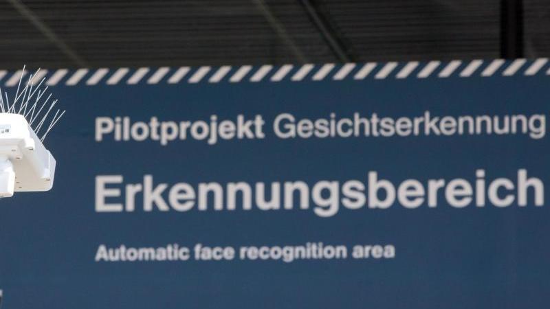 Test der automatischen Gesichtserkennung im Bahnhof Südkreuz in Berlin. Foto: Jörg Carstensen/dpa/Archiv
