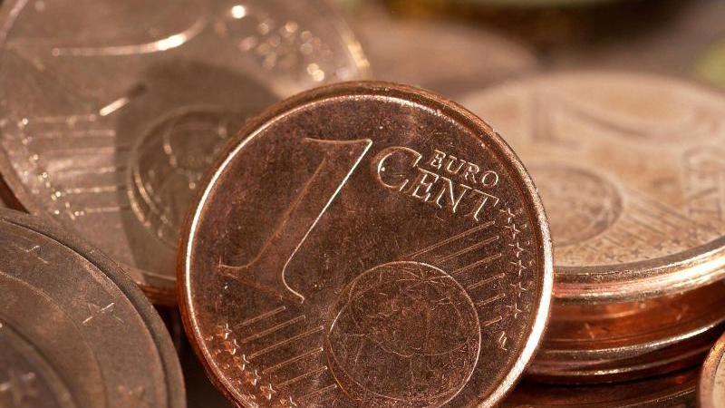"""Euro-Cent-Münzen liegen auf einem Haufen. (zu dpa """"EU-Kommission erwägt Vorstoß zur Abschaffung von Centmünzen""""). Foto: Karlheinz Schindler/dpa"""