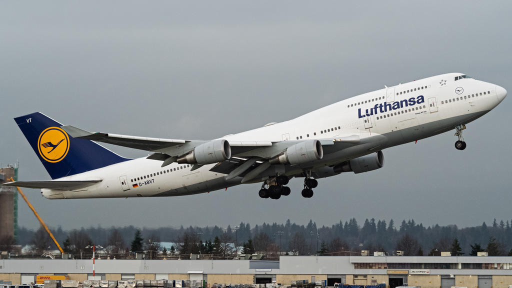 A Lufthansa Boeing 747-400 (D-ABVT) wide-body jumbo jet airliner takes off from Vancouver International Airport. Credit Image: Bayne Stanley/ZUMA WirePictured: GV,General ViewRef: SPL5143013 240120 NON-EXCLUSIVEPicture by: Zuma / SplashNews.comSplash