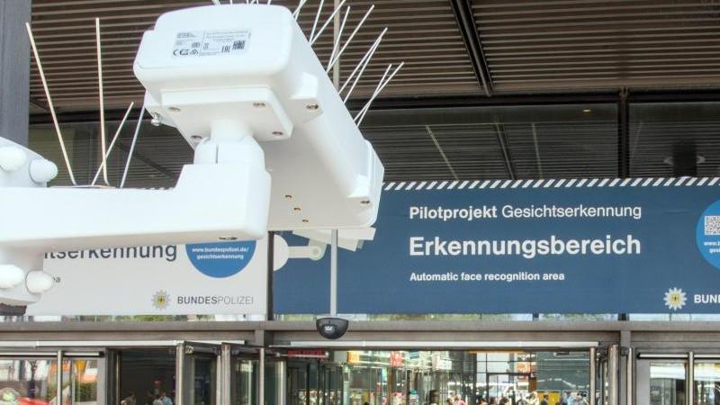 Gesichtserkennung im öffentlichenRaum: 2017 gab es am Bahnhof Südkreuz inBerlin eine Testphase. Foto: Jörg Carstensen/dpa