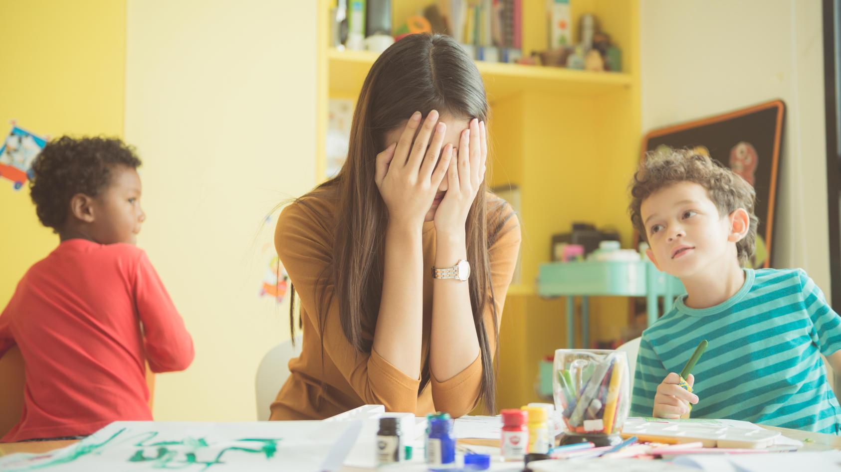 Nicht nur für Eltern auch für Betreuerinnen ist der Kita-Alltag anstrengend.