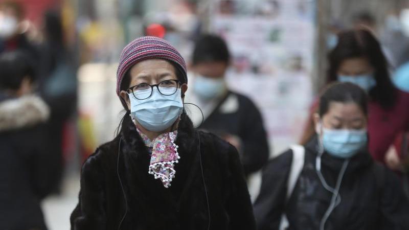 """Die Weltgesundheitsorganisation (WHO) erklärte die Ausbreitung des Virus zu einer """"gesundheitlichen Notlage von internationaler Tragweite"""". Foto: Achmad Ibrahim/AP/dpa"""