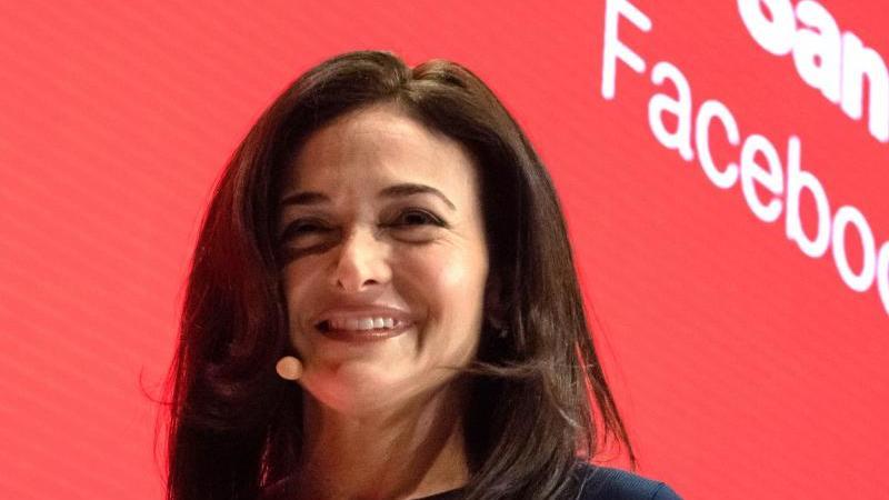 Facebook-Geschäftsführerin Sheryl Sandberg heiratet wieder. Foto: Lino Mirgeler/dpa