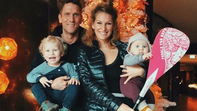 Familienbande: Janni Kusmagk-Hönscheid, ihr Mann Peer und die ihre beiden Kinder Emil-Ocean und Baby Yoko