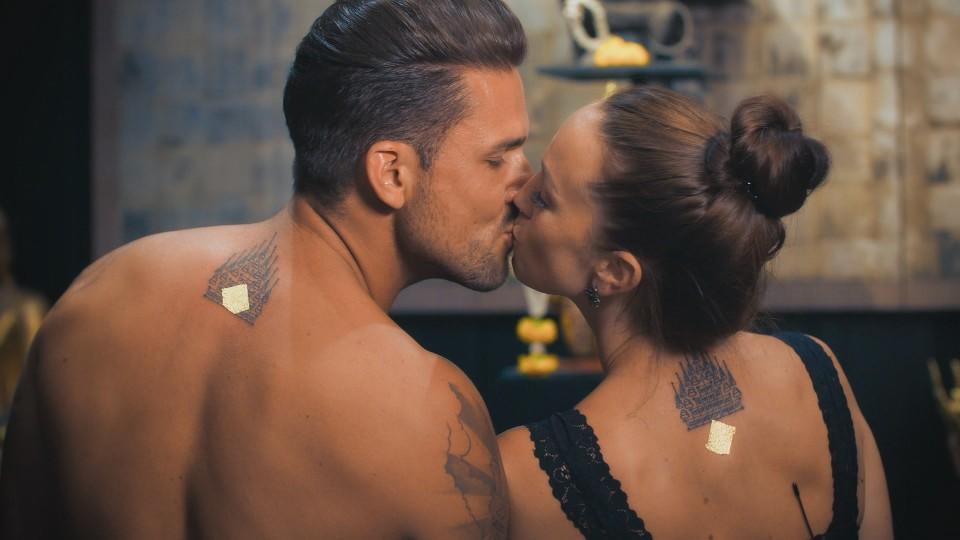 """Marco und Christina haben sich bei """"Bachelor in Paradise"""" ein Liebes-Tattoo stechen lassen."""