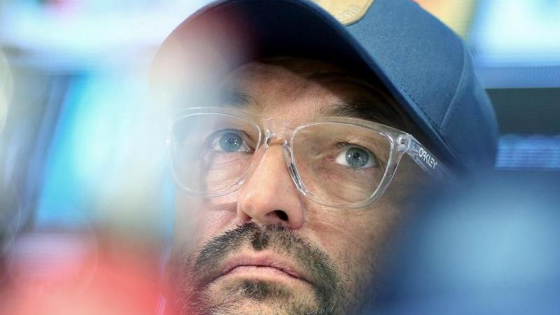 Magdeburgs Trainer Claus-Dieter Wollitz. Foto: Ronny Hartmann/dpa-Zentralbild/ZB/Archivbild