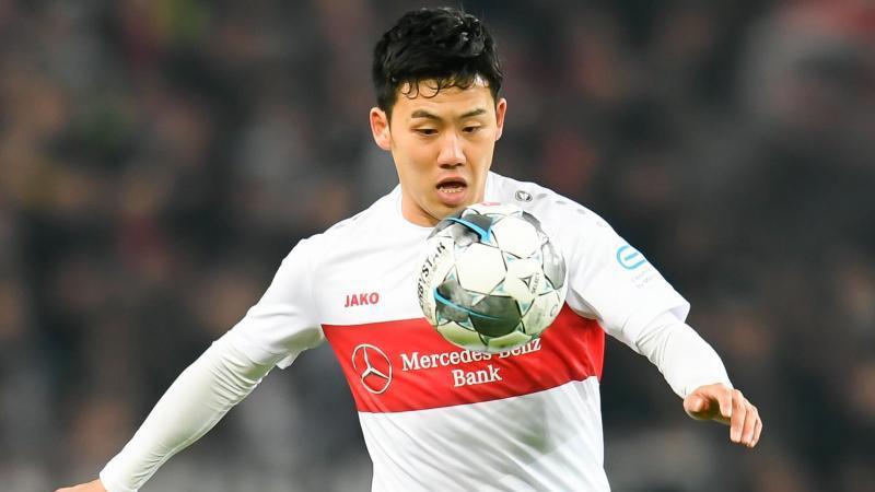 Wataru Endo vom VfB Stuttgart in Aktion. Foto: Tom Weller/dpa/Archivbild