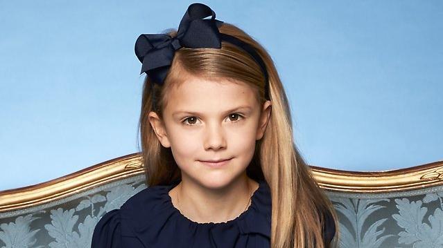 Das schwedische Königshaus hat ein neues Portrait von der 7-jährigen Prinzessin Estelle veröffentlicht.