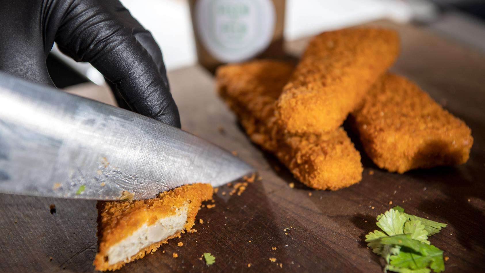 Auf Fleisch ohne Fleisch folgt Fisch ohne Fisch: Branche tüftelt an veganer Ernährung.