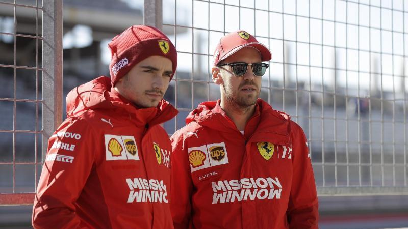 Charles Leclerc (l) und Sebastian Vettel sind bei der Scuderia Ferrari gleichberechtigt. Foto: Darron Cummings/AP/dpa