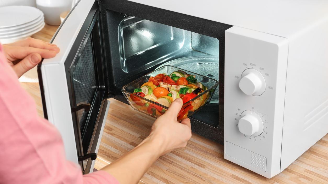 Essen in der Mikrowelle aufwärmen? So einfach - und unter Umständen giftig!