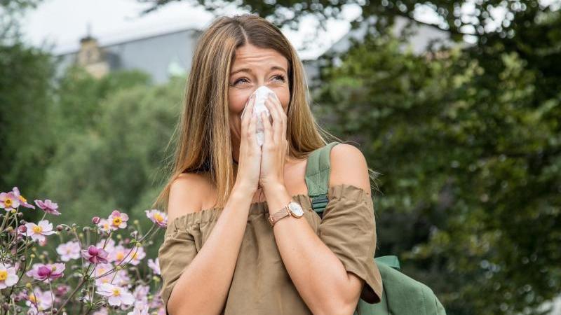 So macht der Frühling keinen Spaß:Viele Betroffene leiden erheblich unter dem Heuschnupfen - doch es gibt Gegenmittel. Foto: Christin Klose/dpa-tmn