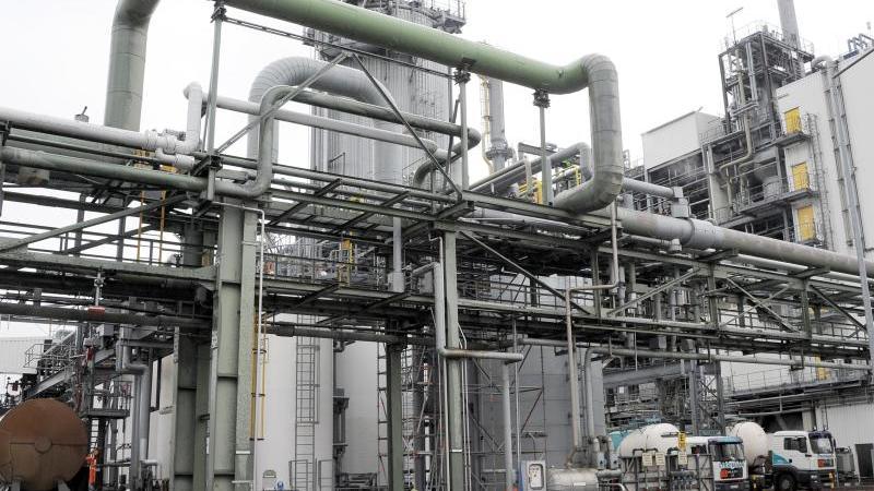 Die Ultradur-Anlage der BASF Schwarzheide GmbH. Foto: Bernd Settnik/dpa/Archivbild