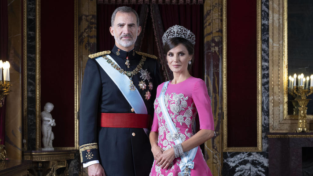König Felipe VI. von Spanien und Königin Letizia von Spanien beim offiziellen Fototermin der spanischen Königsfamilie. Madrid, 11.02.2020 *** King Felipe VI of Spain and Queen Letizia of Spain at the official photo session of the Spanish Royal Famil