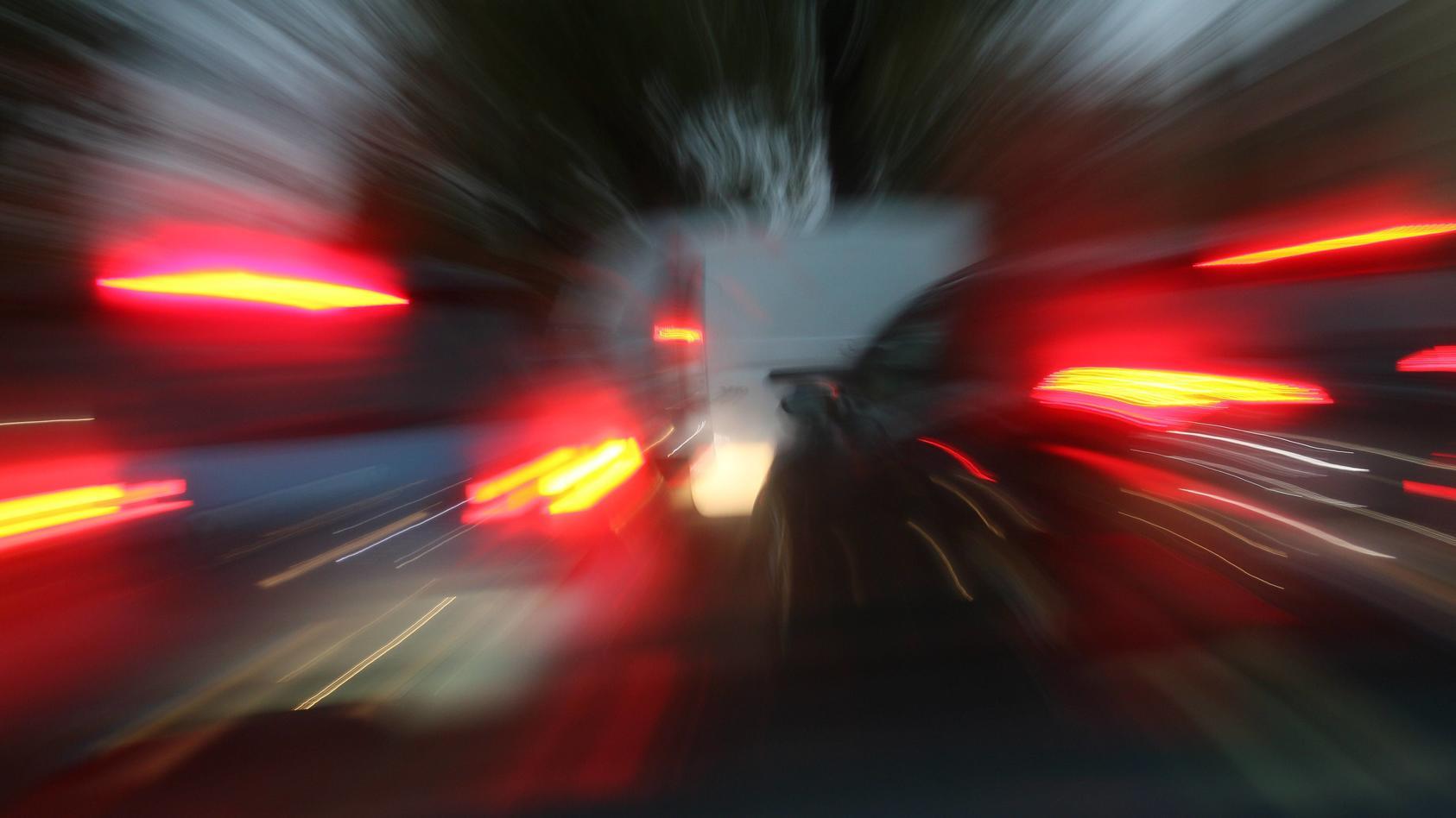 Bei einem verbotenen Autorennen in Selb ist ein 19-jähriger Fußgänger von einem Wagen erfasst und getötet worden