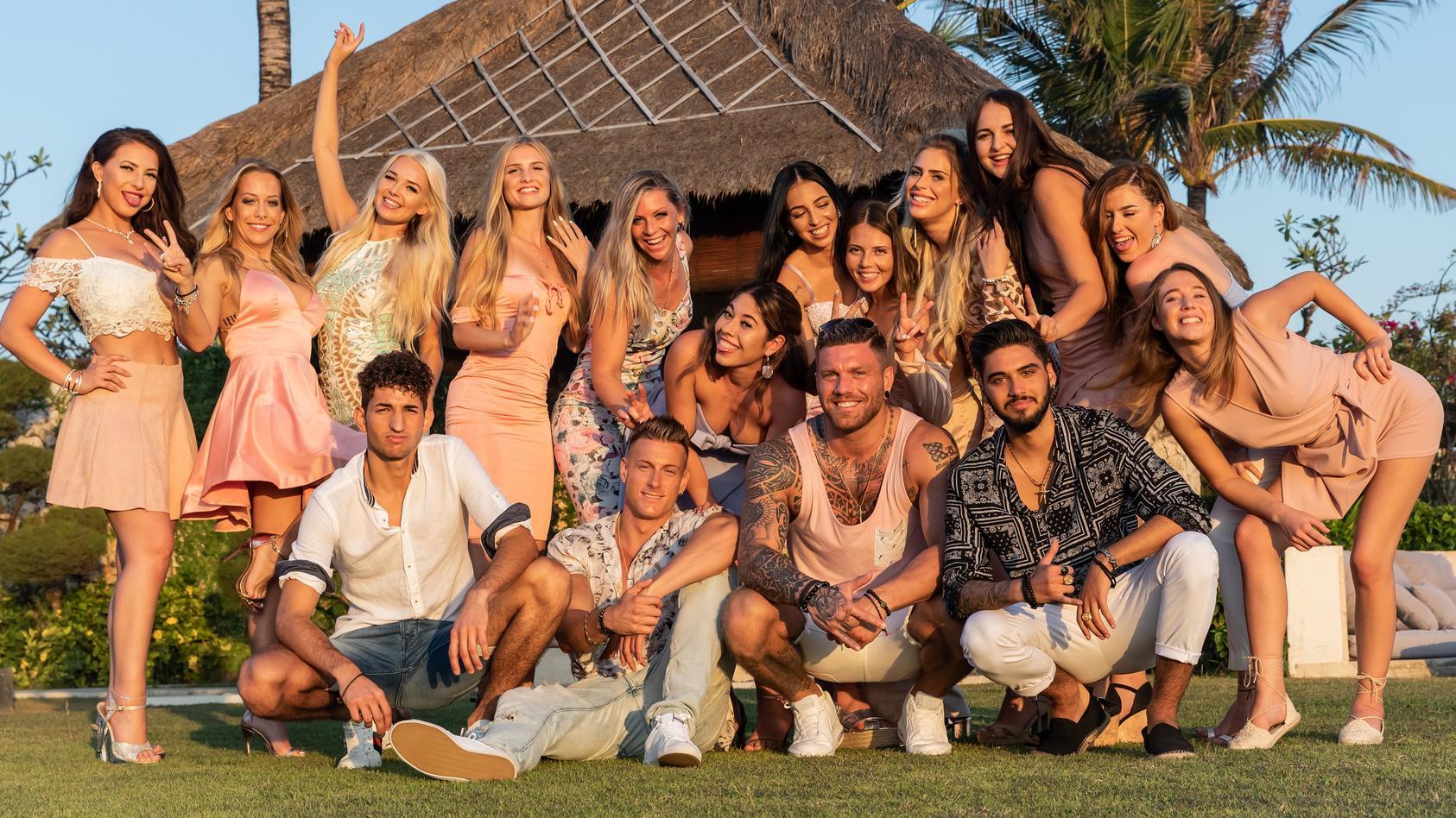 Temptation Island 2020: Matteo, Calvin, Till und Davide (von li.) werden in Staffel 2 von 12 heißen Single-Ladys in Versuchung geführt.