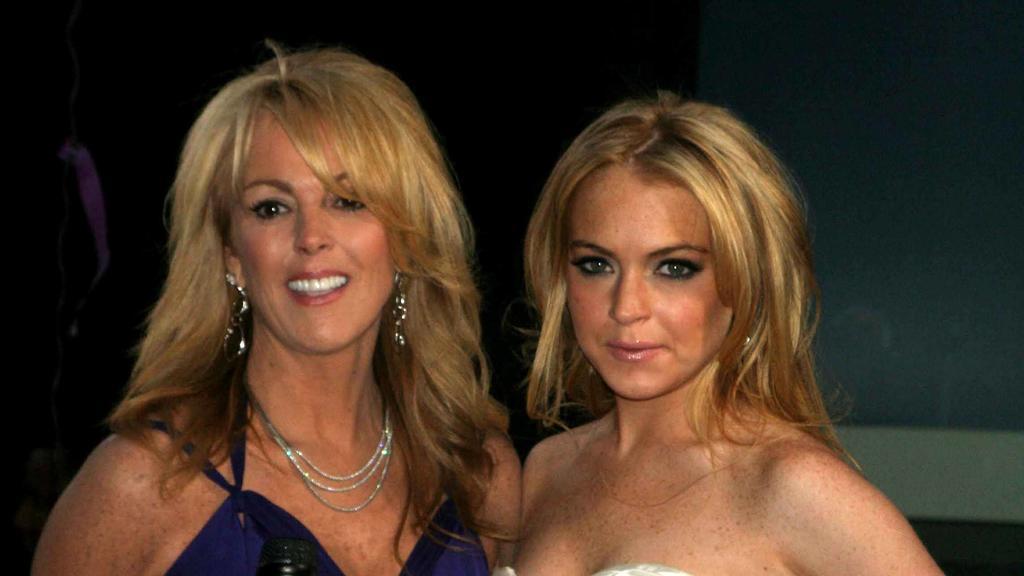Dina Lohan mit ihrer Tochter Lindsay im Mai 2007 in New York.