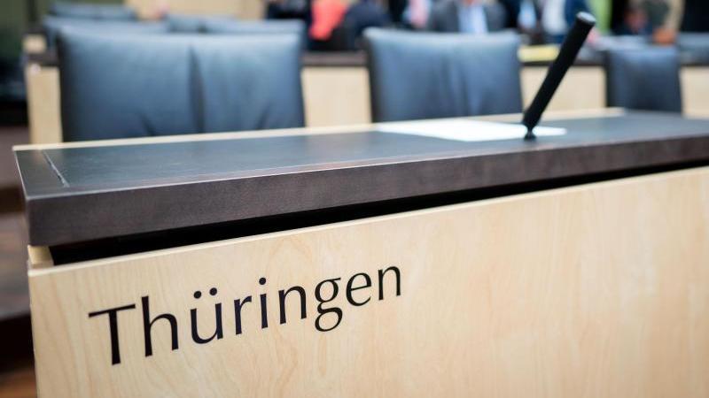 Politisches Novum: Erstmals seit der Wiedervereinigung wird Thüringen bei einer Bundesratssitzung nicht vertreten sein. Der Grund: Der geschäftsführende Ministerpräsident Kemmerich, der durch seine Wahl mit Stimmen der AfD für ein politisches Beben sorgte