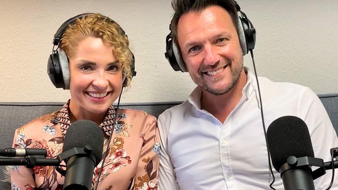 Maria Wedig und Nils Schulz sprechen über Tränen auf Kommando im GZSZ-Podcast.