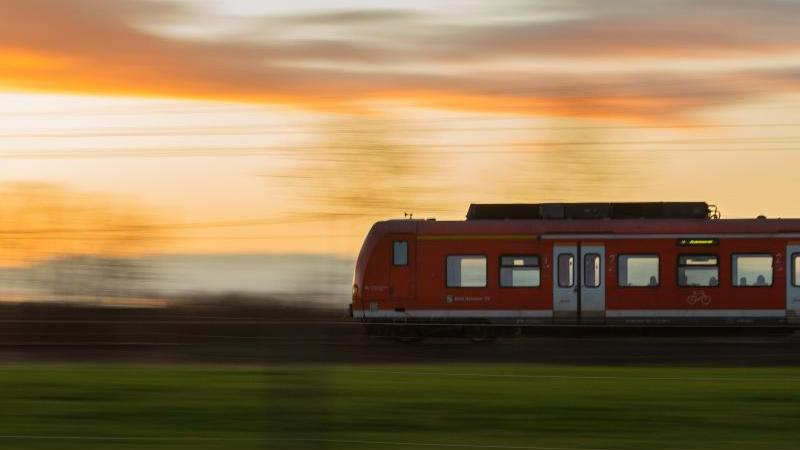 Der Bund stockt seine Milliarden-Zuschüsse für den Regionalverkehr mit Bussen und Bahnen in ganz Deutschland deutlich auf. Foto: David Hutzler/dpa