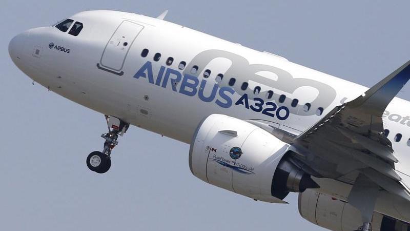 Ein Airbus-Mittelstreckenflugzeug vom Typ A320neo. Foto: Guillaume Horcajuelo/epa/dpa