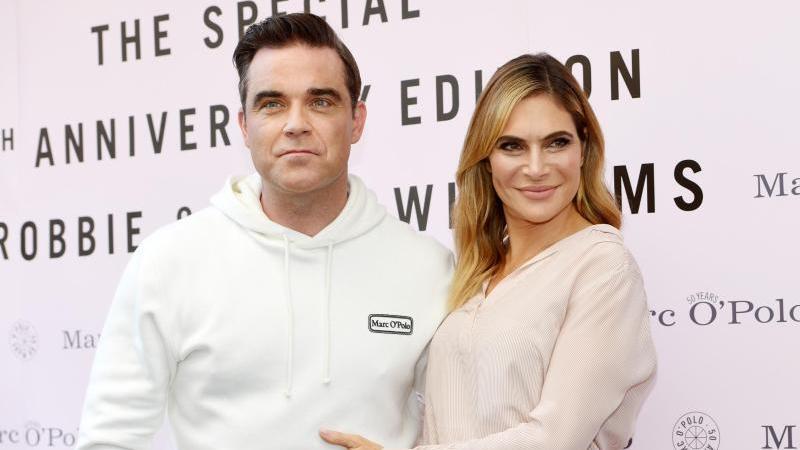 Robbie Williams und seine Frau Ayda haben jetzt vier Kinder. Foto: Tobias Hase/dpa