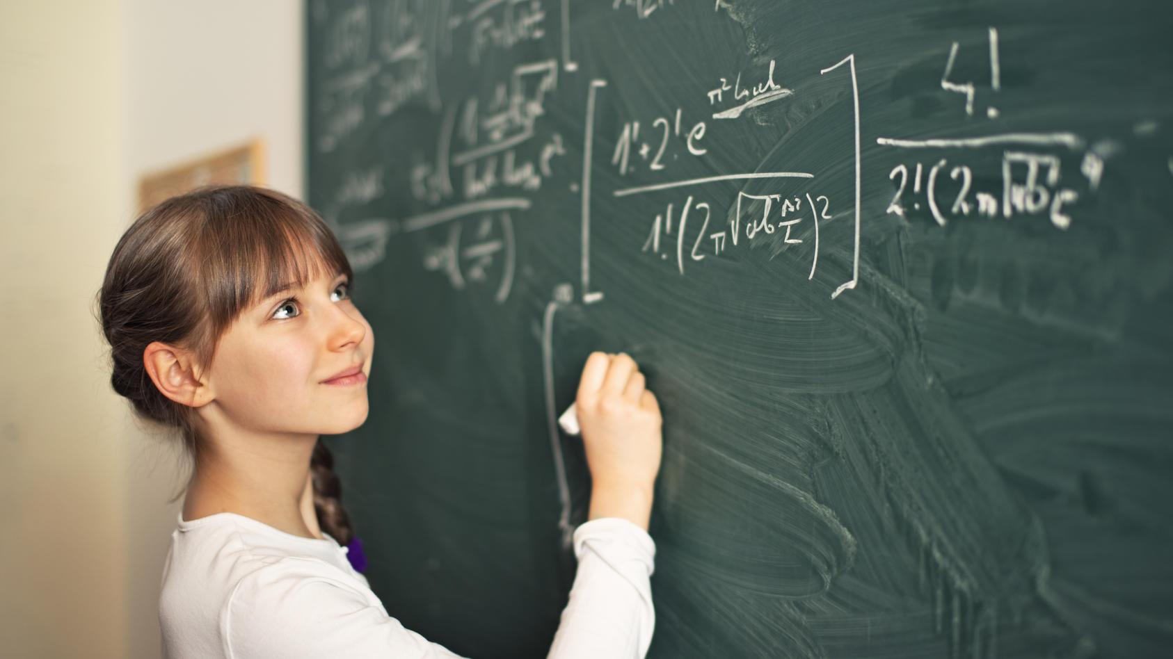 Laut Stefanie Hubig fallen Mädchen Fächer wie Mathe oder Physik leichter, wenn sie nicht mit Jungs zusammen unterrichtet werden.