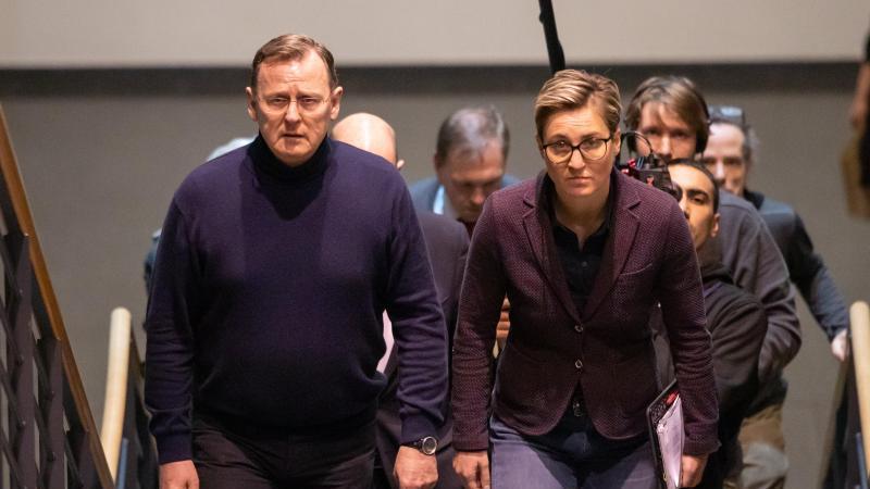 Bodo Ramelow (l) und Susanne Hennig-Wellsow kommen zum Treffen zwischen Rot-Rot-Grün und der CDU in den Landtag. Foto: Michael Reichel/dpa-Zentralbild/dpa/Archiv