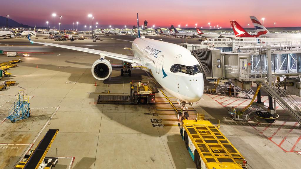Cathay Pacific Airways Airbus A350-900 Flugzeug Flughafen Hong Kong Hong Kong, China - 20. September 2019: Ein Airbus A350-900 Flugzeug der Cathay Pacific Airways mit dem Kennzeichen B-LRT auf dem Flughafen Hong Kong HKG in China. *** Cathay Pacific